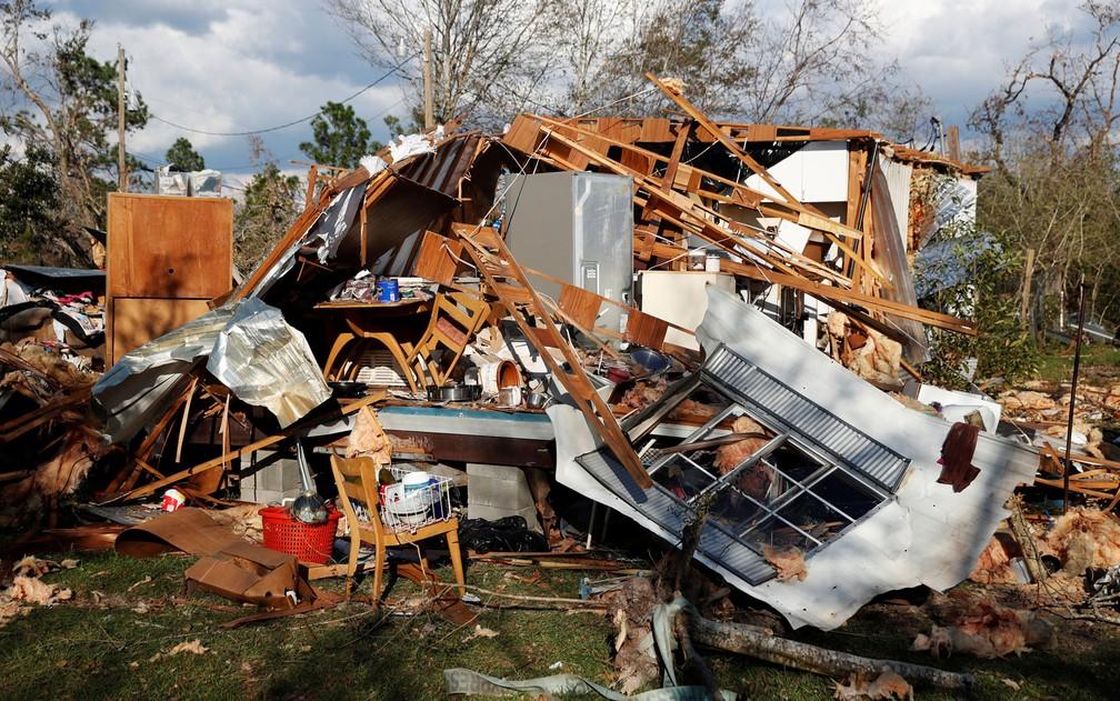Casa destruída pelo furacão Michael em Fountain, na Flórida, na segunda-feira (15) — Foto: Reuters/Terray Sylvester