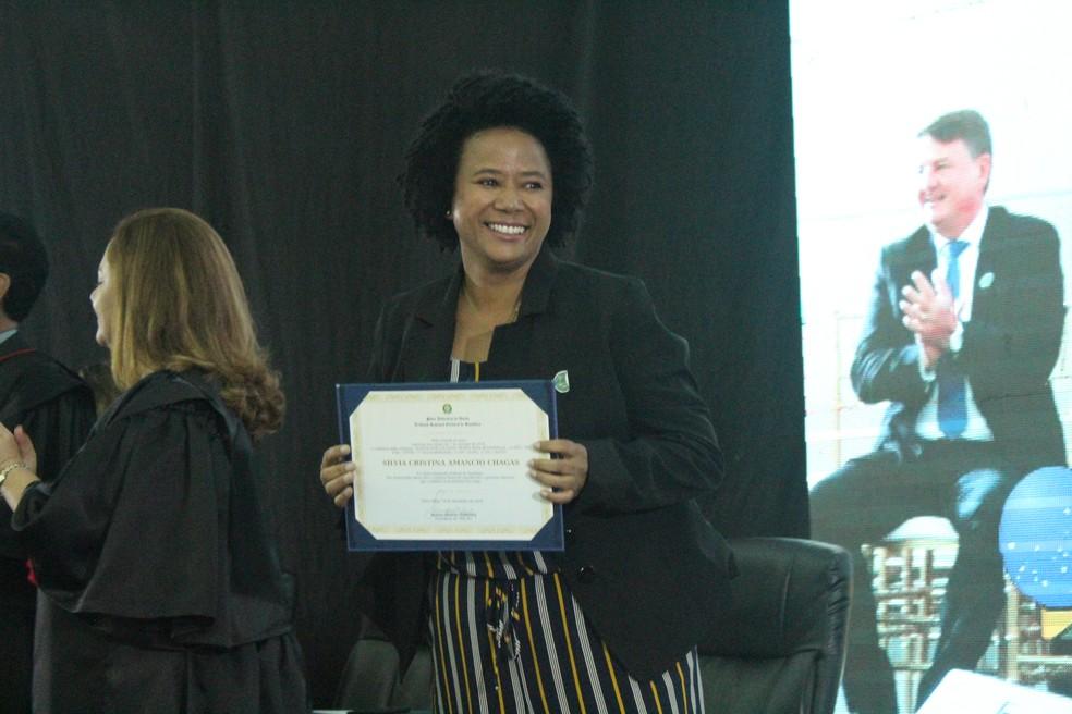 Silvia Cristina (PDT) esteve na solenidade para receber o diploma. — Foto: Mayara Subtil/G1