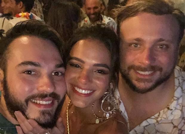 Elvis Moreira, Bruna Marquezine e Léo Fuchs (Foto: Reprodução/Instagram)