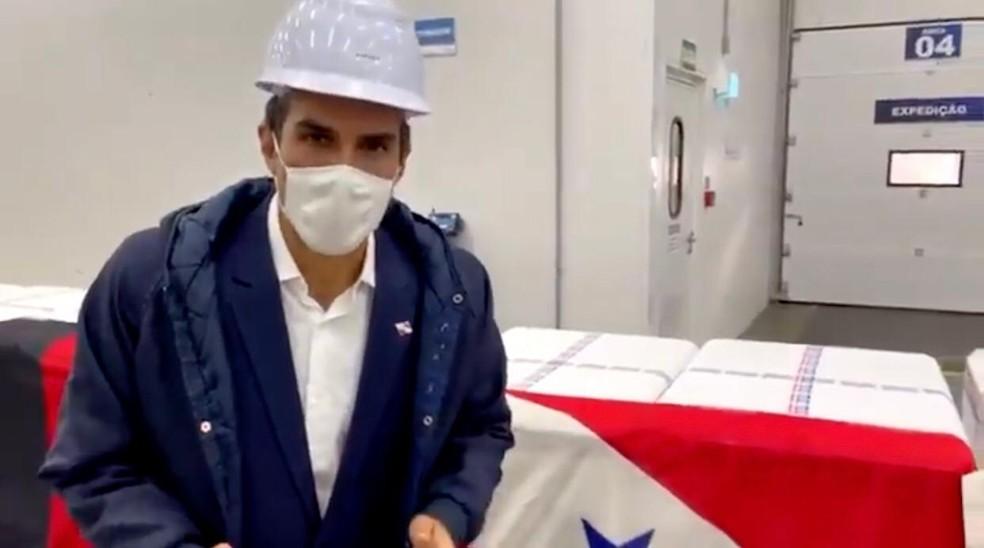 Helder Barbalho, governador do Pará, acompanha o embarque das doses da vacina contra a Covid-19 de Guarulhos (SP) para Belém (PA). — Foto: Reprodução/Instagram