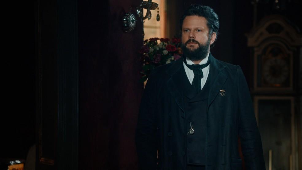 Dom Pedro II (Selton Mello) se declara para Luísa (Mariana Ximenes) em 'Nos Tempos do Imperador' — Foto: Globo