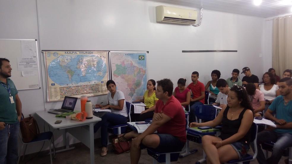 Treinamento dos recenseadores do IBGE  (Foto: Rogério Aderbal/G1)