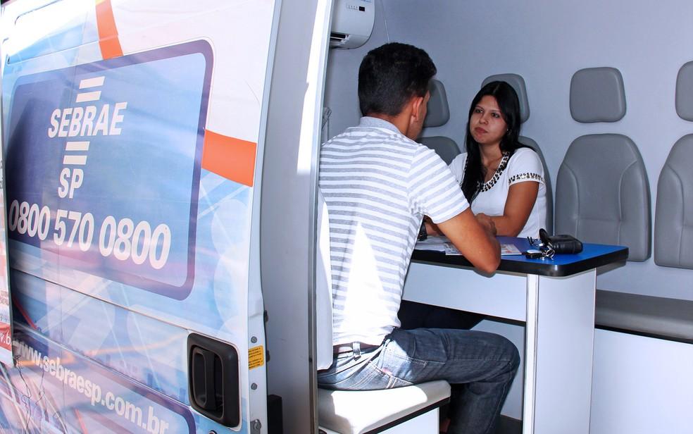 Unidade móvel do Sebrae orienta empreendedores (Foto: Divulgação)