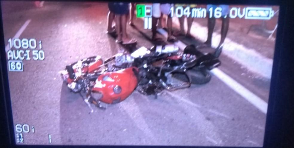 Acidente aconteceu na noite desta sexta-feira (5), na cidade de Pacatuba, na Grande Fortaleza. — Foto: Ricardo Mota/TV Diário