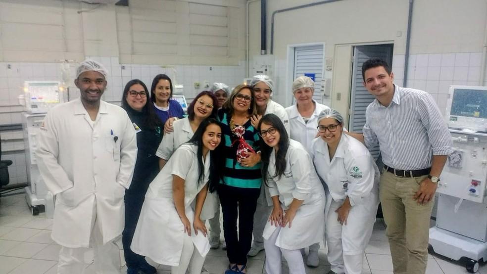 Nádia agradeceu a equipe da hemodiálise após 8 anos de sessões (Foto: Arquivo pessoal)