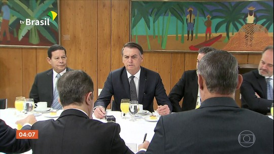 Presidente Jair Bolsonaro se reúne com jornalistas no Palácio do Planalto