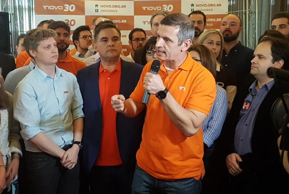Candidato ao governo do RS Mateus Bandeira falando na convenção que ocorreu na tarde desta sexta (Foto: Léo Saballa Jr/RBS TV)