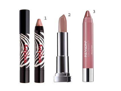 1. Batom Phyto Lip Twist, Sisley, R$ 199 2. Batom Color Sensational Sozinha Nunca, Maybelline, R$ 24,99 3. Batom ColorBurst™ Crayon Collection ColorBurst Balm Stain 001 Honey, Revlon, R$ 59,90
