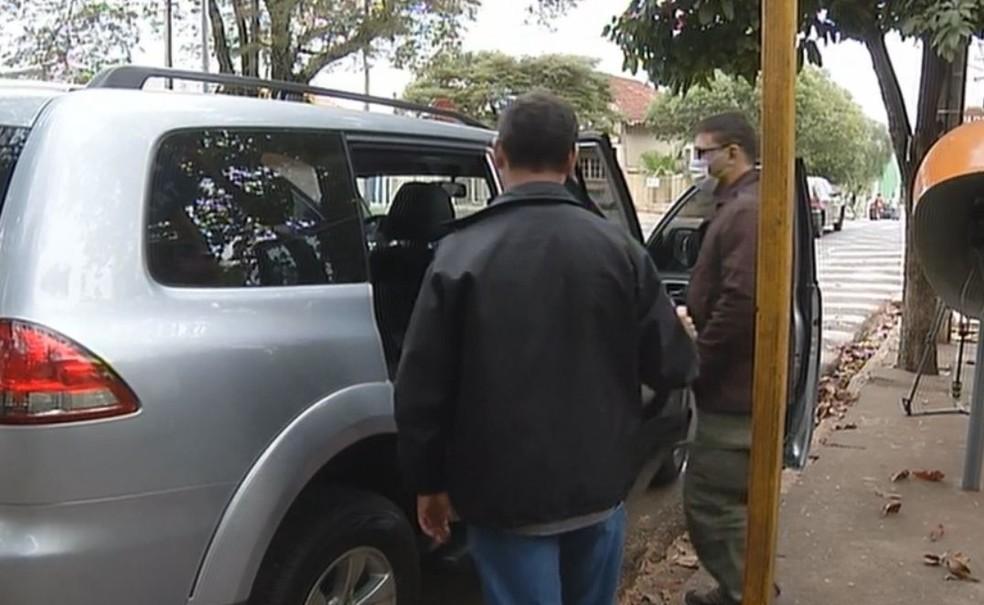PF ficou cerca de uma hora e meia dentro do hospital  (Foto: Reprodução / TV TEM )