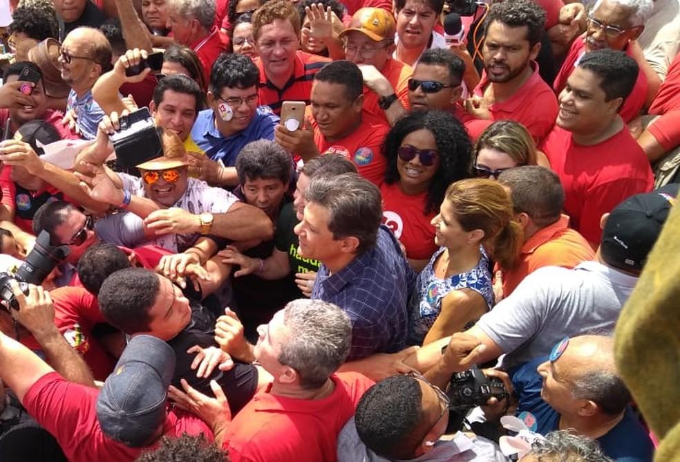 O candidato a presidente pelo PT, Fernando Haddad, durante caminhada em São Luís — Foto: Afonso Diniz / G1
