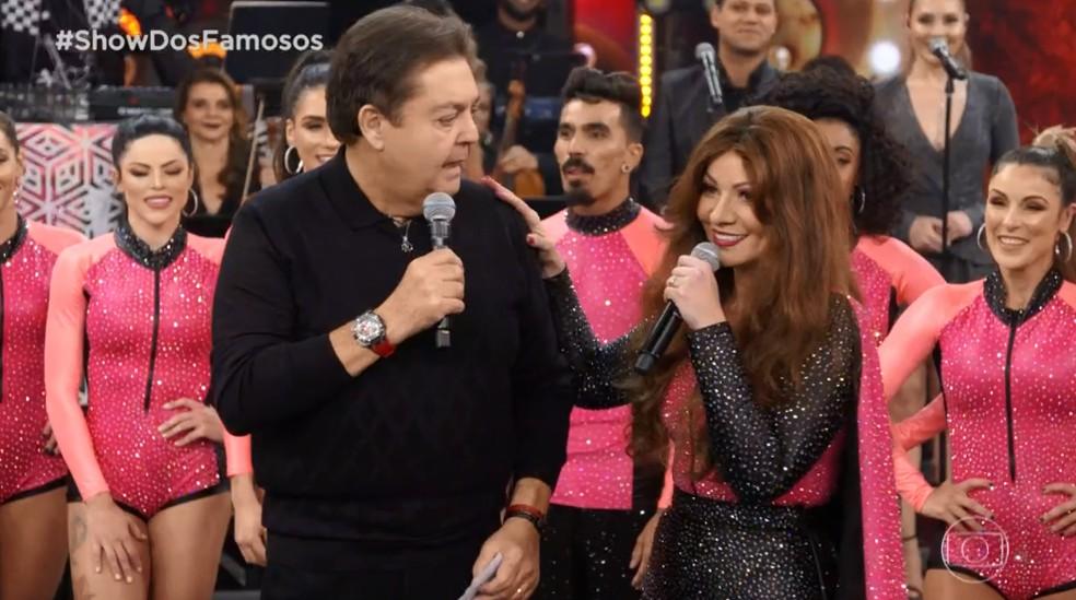Solange Almeida conversou com Faustão após sua performance em homenagem à Ivete Sangalo no Domingão — Foto: TV GLOBO