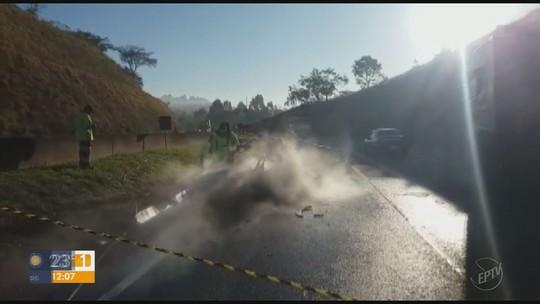 Duas pessoas morrem carbonizadas em acidente com ônibus na Fernão Dias