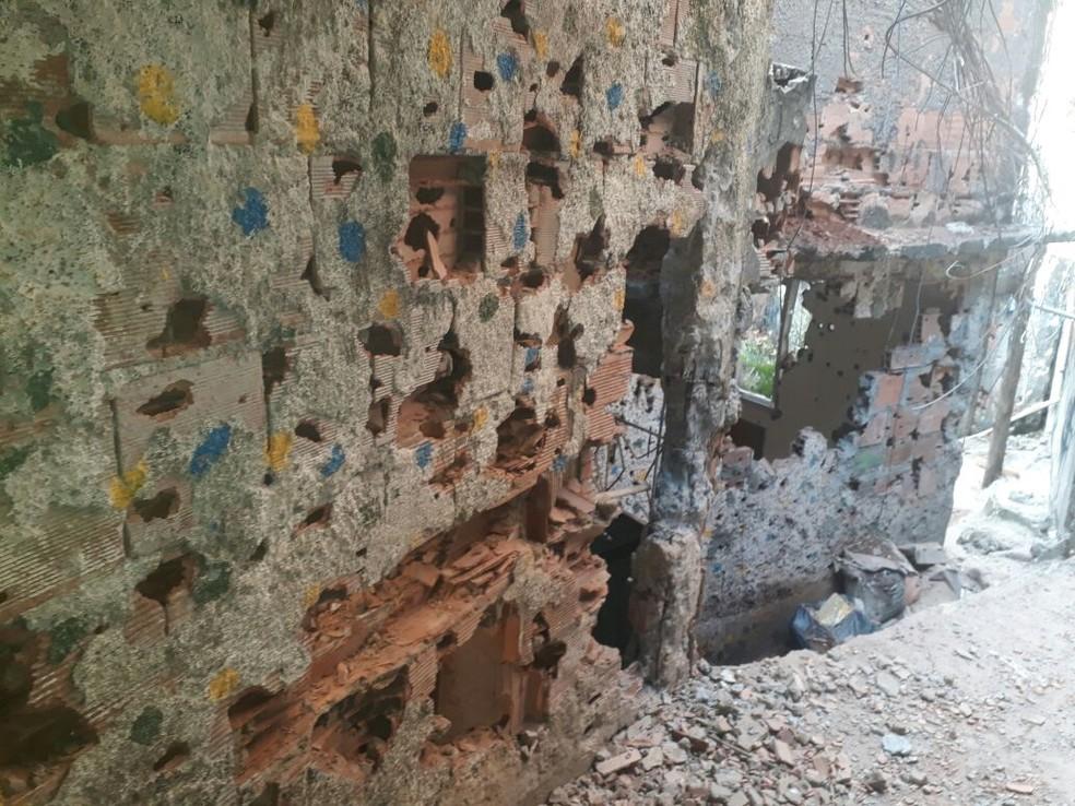 Casa perfurada por tiros na Rocinha, entre Rua 1 e Roupa Suja (Foto: Arquivo Pessoal)