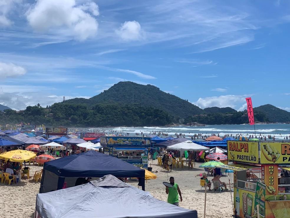Ubatuba tem fim de semana com praias cheias  — Foto: João Mota/TV Vanguarda