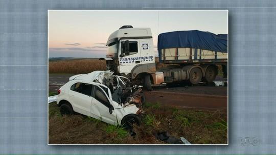Jovem morre após carro e caminhão baterem de frente na PR-585