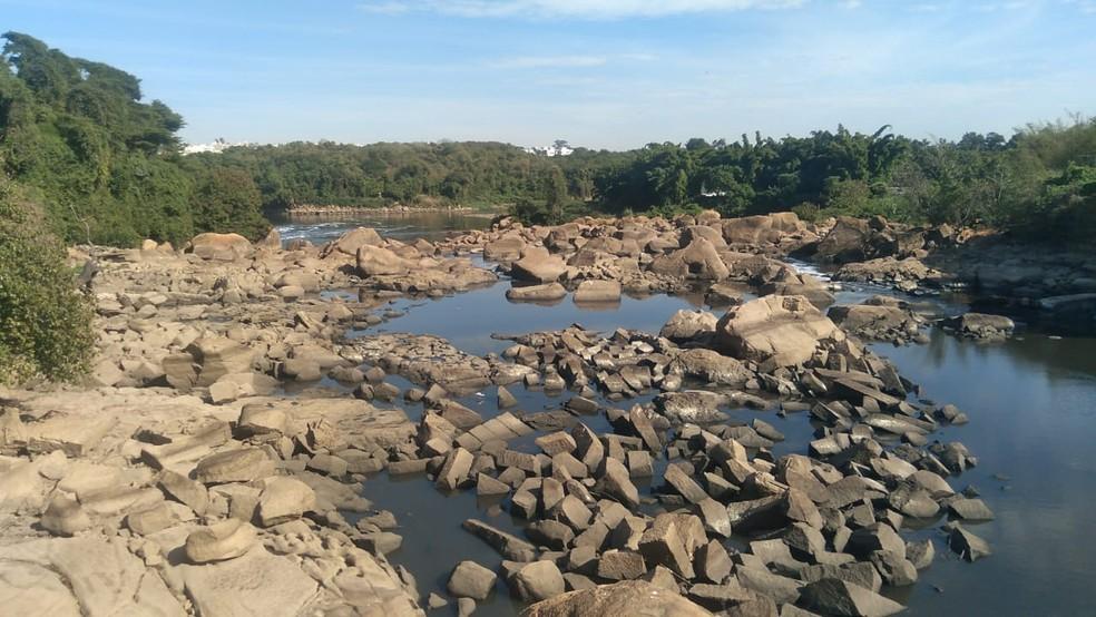 Queda no nível do Rio Tietê surpreende moradores de Salto — Foto: Gilberto Esquerdo/Arquivo pessoal