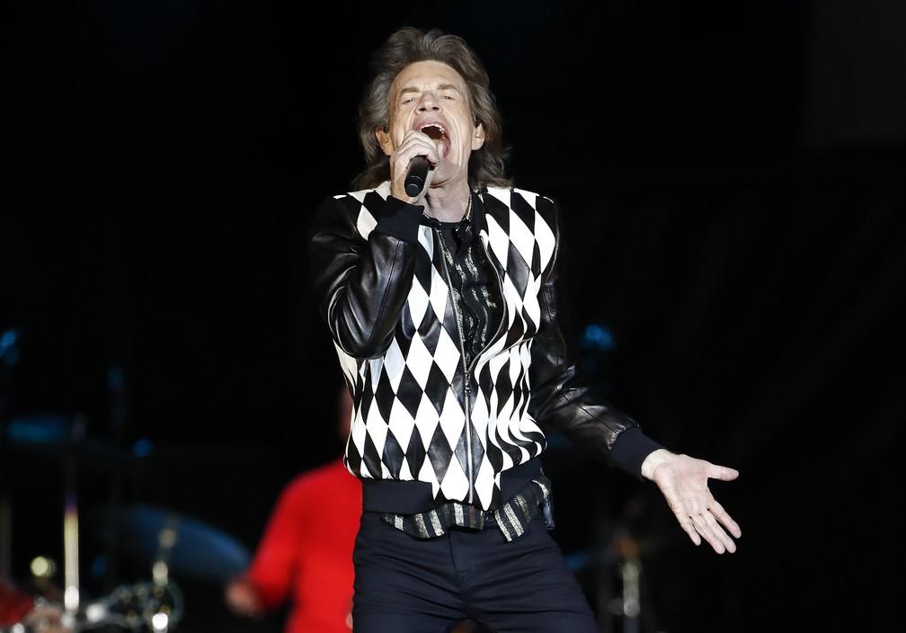 Como Mick Jagger, outros homens foram pais na terceira idade sem que se desconfiasse dos problemas que isso poderia gerar — Foto: Kamil Krzaczynski / AFP