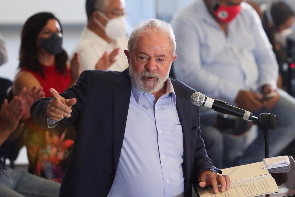 Lula durante pronunciamento na sede do Sindicato dos Metalúrgicos em São Bernardo do Campo, no ABC, nesta quarta-feira (10) — Foto: Amanda Perobelli/Reuters