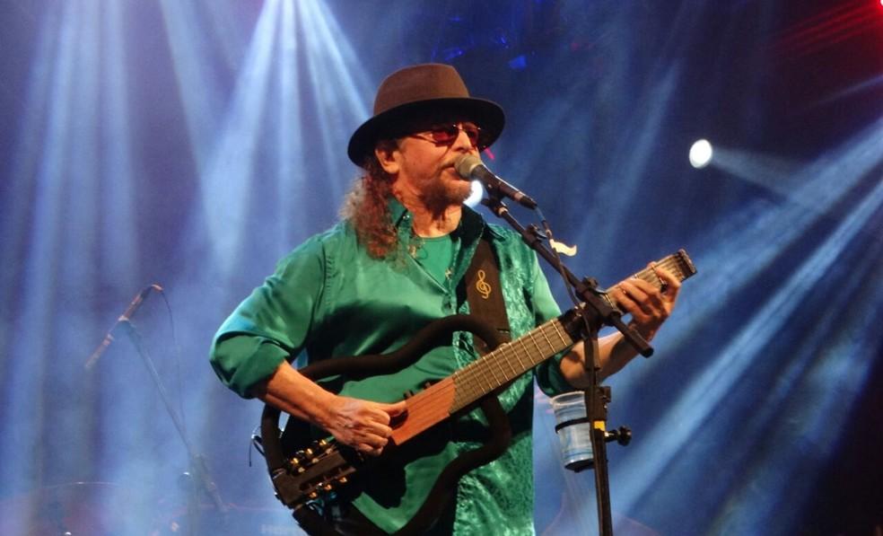 Geraldo Azevedo também homenageou Belchior cantando Mucuripe (Foto: Elton Braytnner/TV Asa Branca)