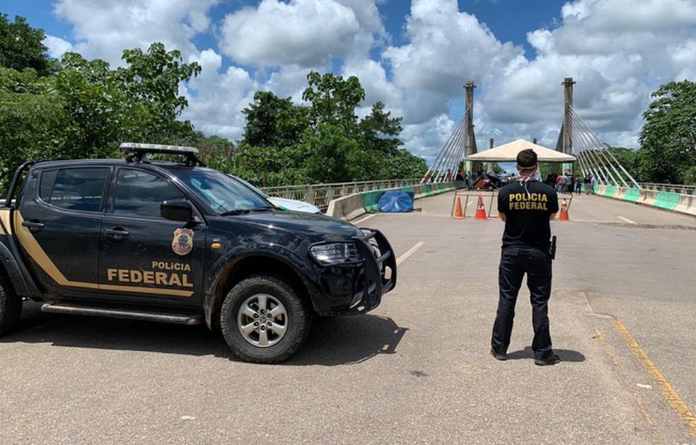 Imigrantes deixaram a Ponte da Integração, em Assis Brasil, após determinação judicial — Foto: Divulgação/Polícia Federal