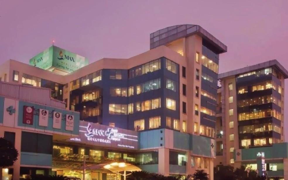 -  Fachada do Max Super Speciality Hospital, em Nova Déli, na Índia  Foto: Reprodução/Facebook/Max Healthcare