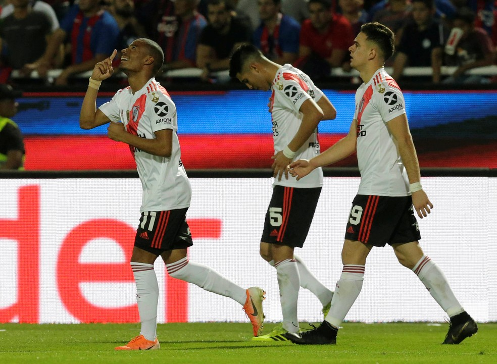 Uruguaio De La Cruz comemora um de seus 10 gols em 2019 — Foto: REUTERS/Jorge Adorno