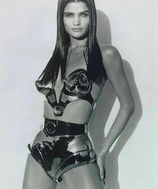O biquíni utilizado por Helena Christensen em 1991 (Foto: Instagram)
