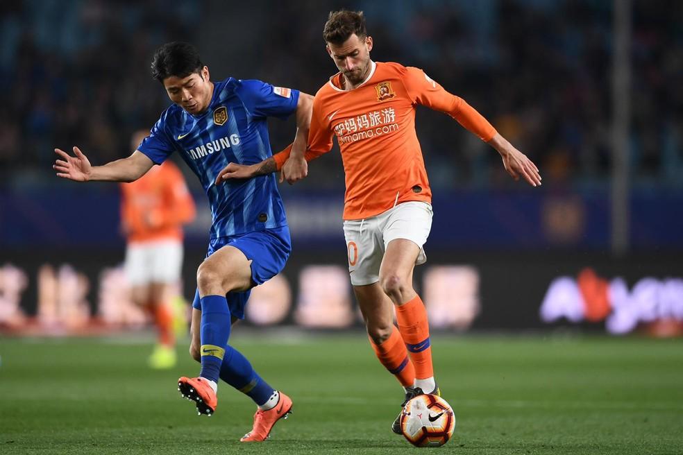 Léo Baptistão trocou o futebol espanhol pelo chinês — Foto: Reprodução / Wuhan Zall