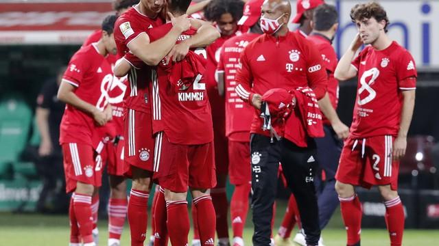 Jogadores do Bayern comemoram nova conquista da Bundesliga