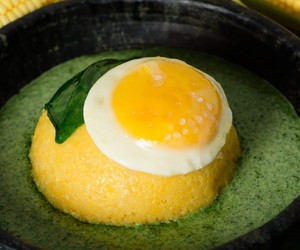 Cuscuz com ovo e creme de espinafre da chef Malu Mello