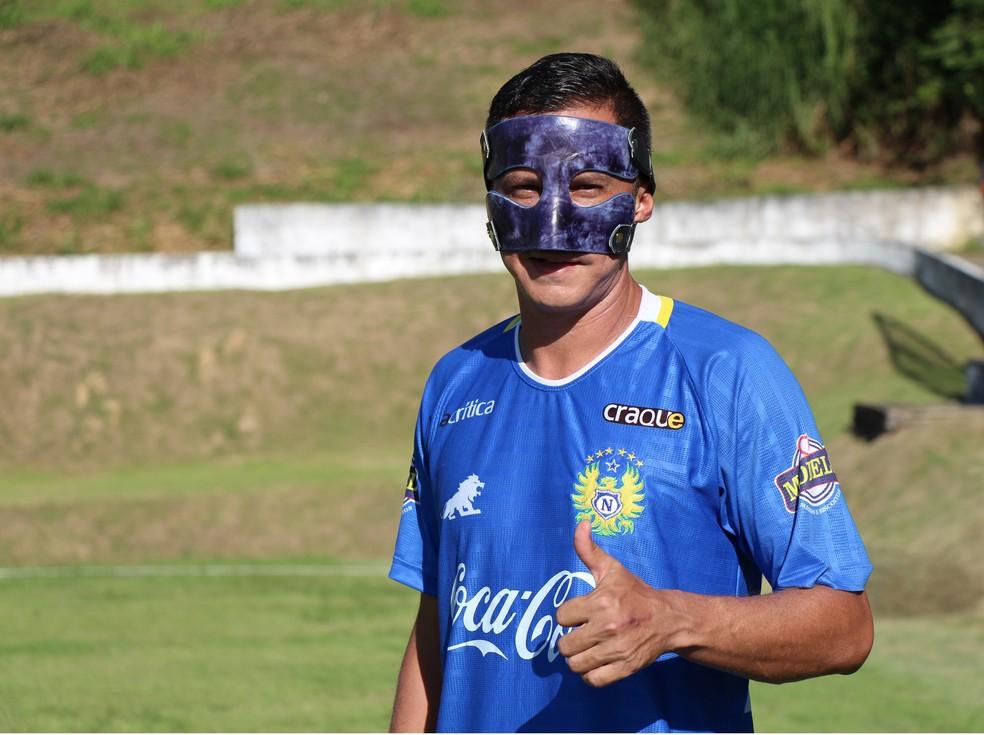 Fininho usa máscara em retorno ao Nacional (Foto: Ennas Barreto/Nacional)