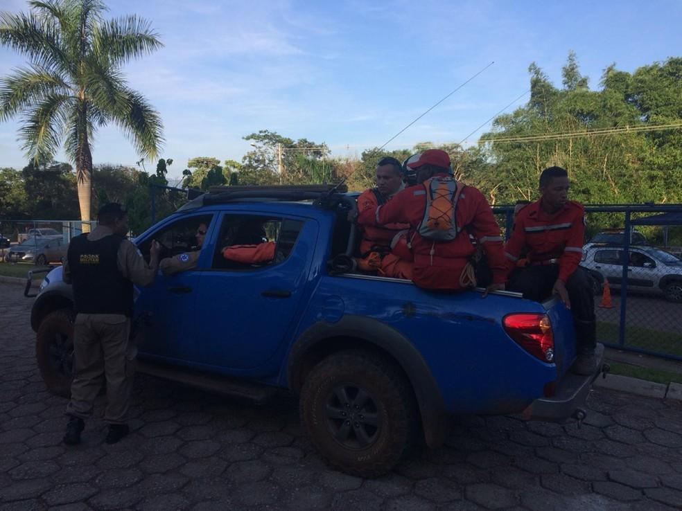 Bombeiros civis do México estão em Brumadinho e vão ajudar na força-tarefa — Foto: Tahiane Stochero/G1