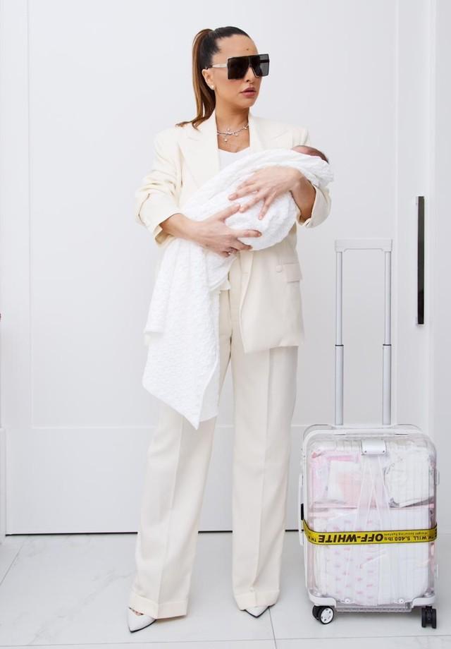 Sabrina Sato deixa Maternidade com sua filha (Foto: Divulgação)