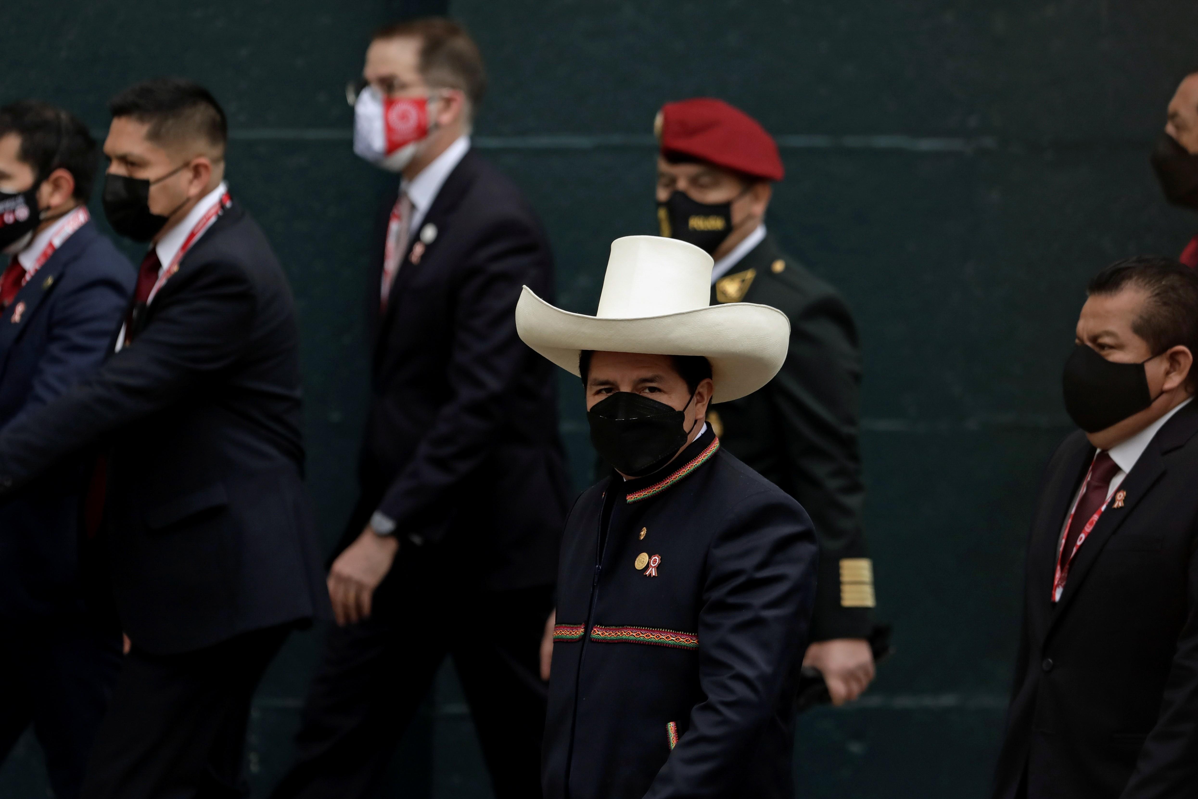 Pedro Castillo assume presidência do Peru; Bolsonaro é único presidente de país vizinho ausente à posse