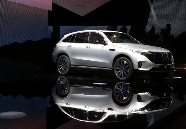 Mercedes EQC, novo SUV elétrico revelado pela Mercedes-Benz, é visto na galeria de arte Artipelag em Gustavsberg, Suécia (Foto: TT News Agency/Soren Andersson/via REUTERS)