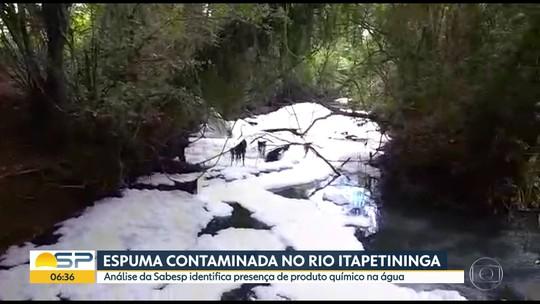 Espuma contaminada no rio Itapetininga