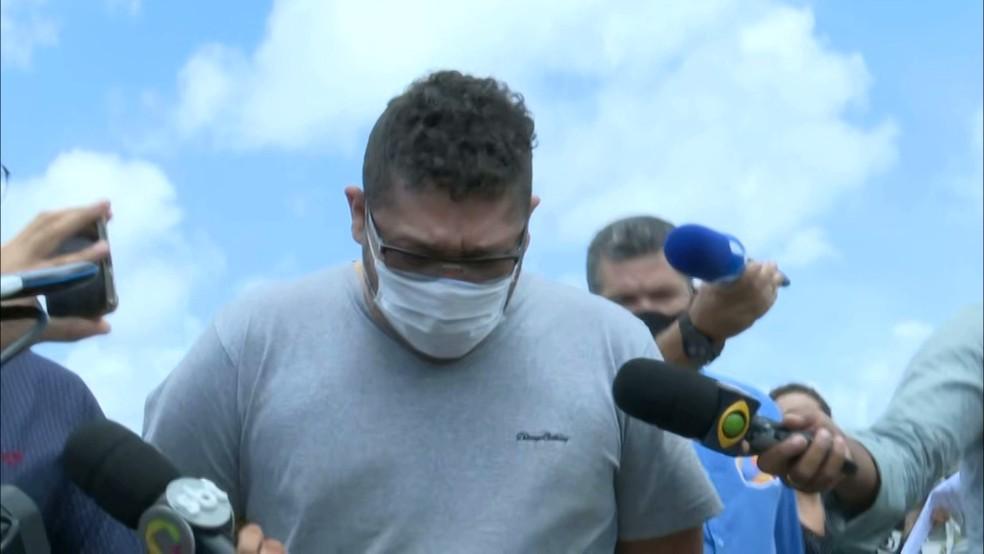 Kennedy Ramon Alves Linhares, 32 anos, chegando a Central de Polícia de João Pessoa — Foto: Reprodução/TV Cabo Branco