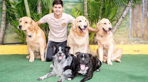 Cleber adestra cães em sua unidade da ComportPet no Jabaquara, em São Paulo  (Foto: Divulgação)