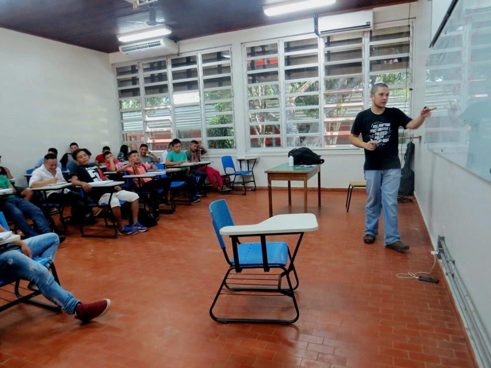 Dos 53 indígenas inscritos no pré-Enem da Ufac, cerca de 20 continuam participando das aulas na Ufac — Foto: Arquivo pessoal