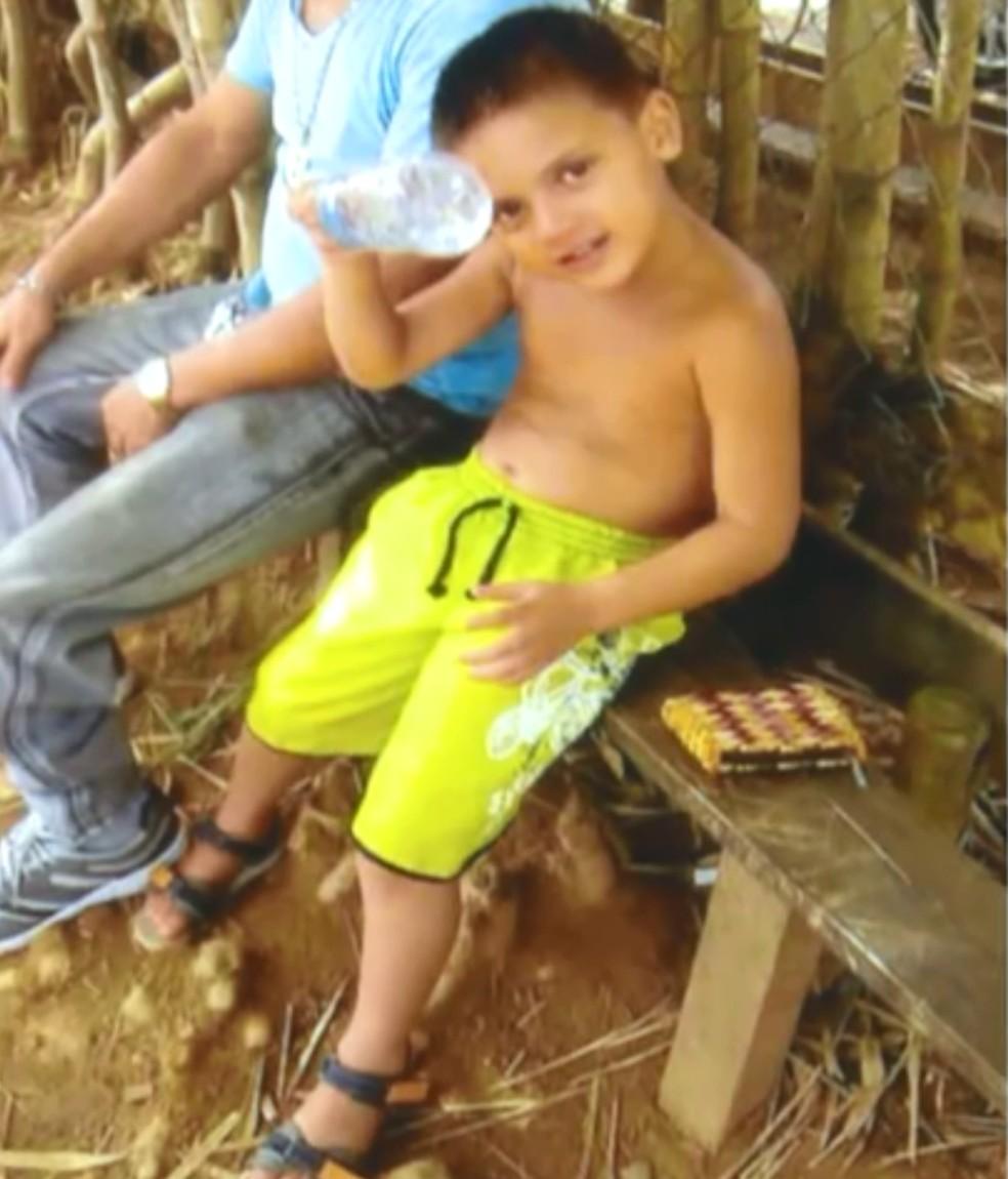 O menino assassinado pela mãe e a companheira dela — Foto: Reprodução/TV Globo