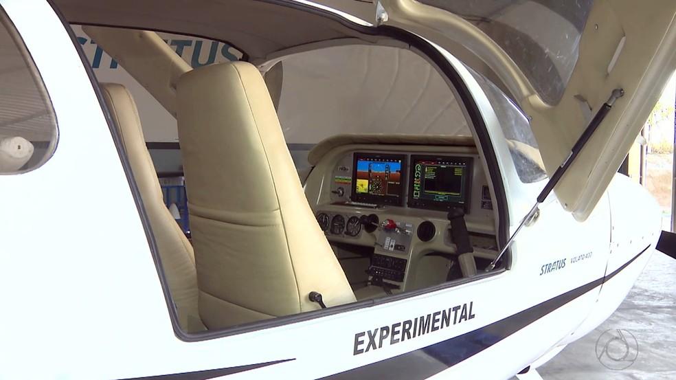 Avião fabricado na Paraíba pode chegar a 300km/h e tem capacidade para quatro pessoas (Foto: Reprodução/TV Cabo Branco)