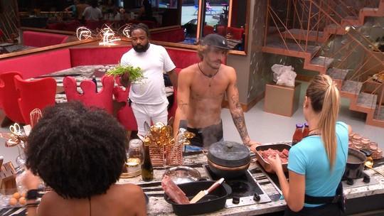 Brothers cozinham juntos enquanto cantam