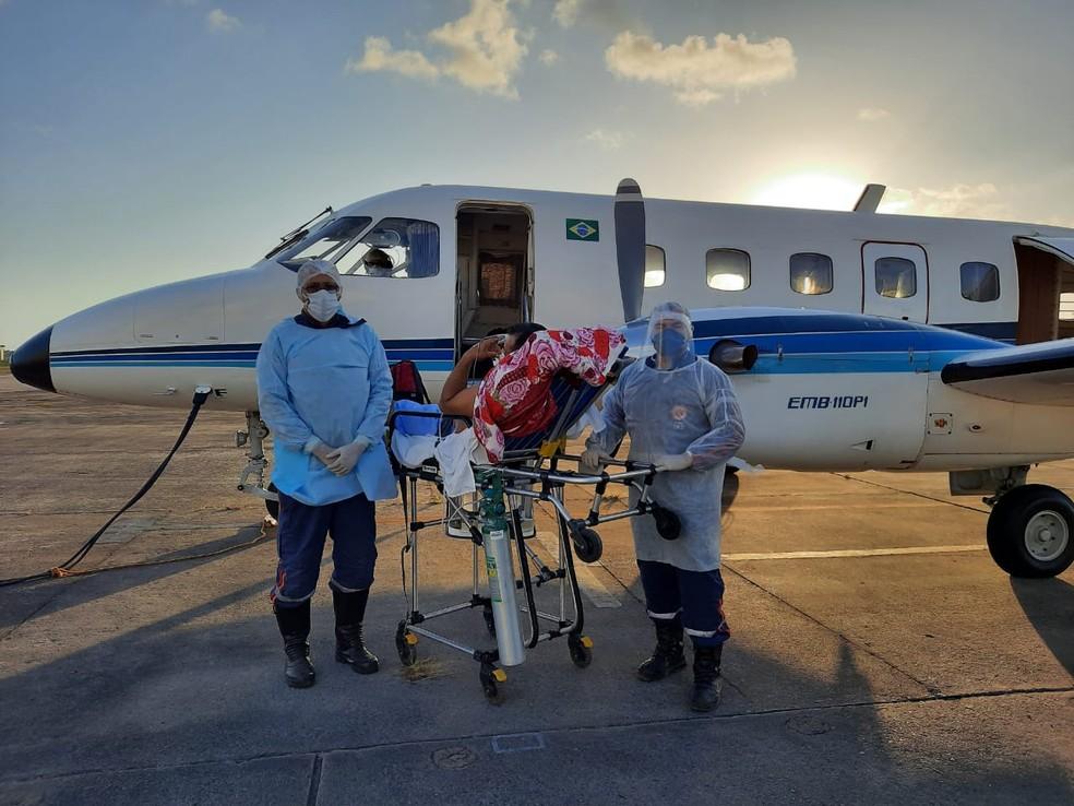 Pacientes estão sendo transportados de avião da Grande Natal — Foto: Divulgação/Sesap