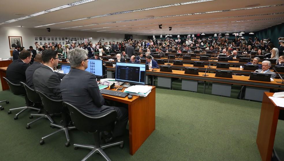Resultado de imagem para CCJ da Câmara