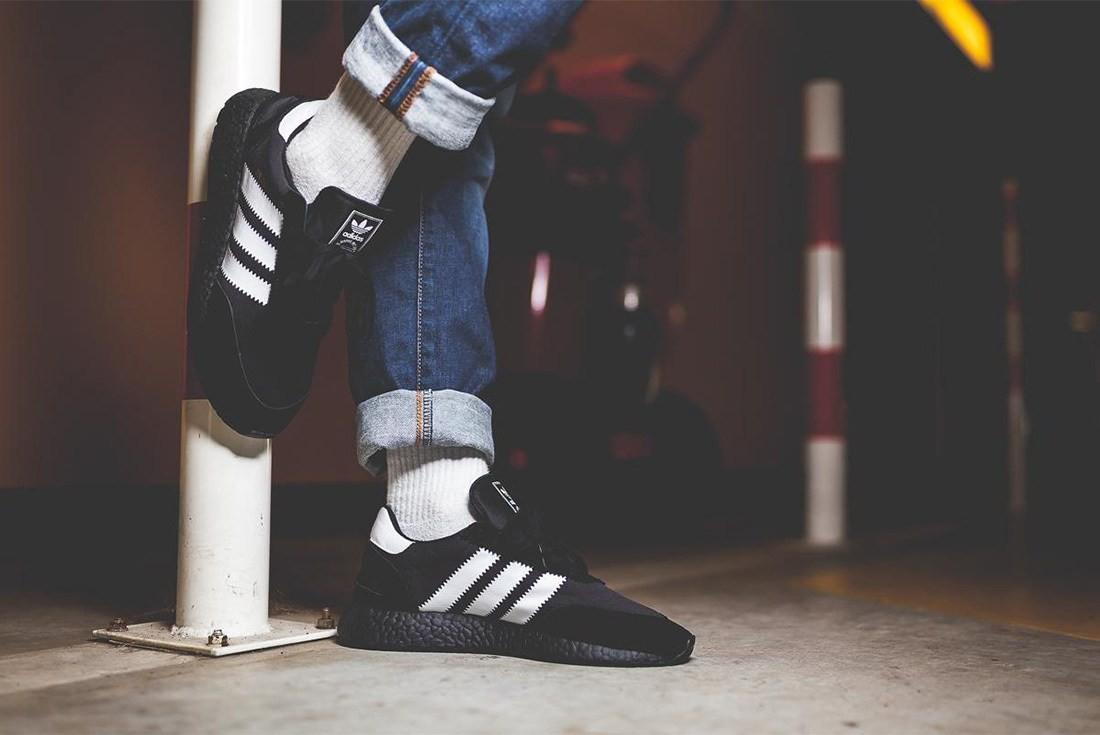 Os tênis da semana: o preto é foda (Foto: Reprodução/Instagram)