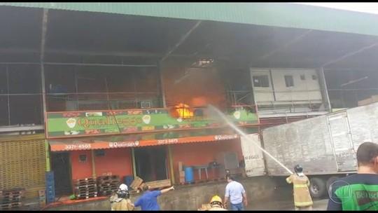 Comerciantes calculam prejuízo milionário em incêndio na Ceasa