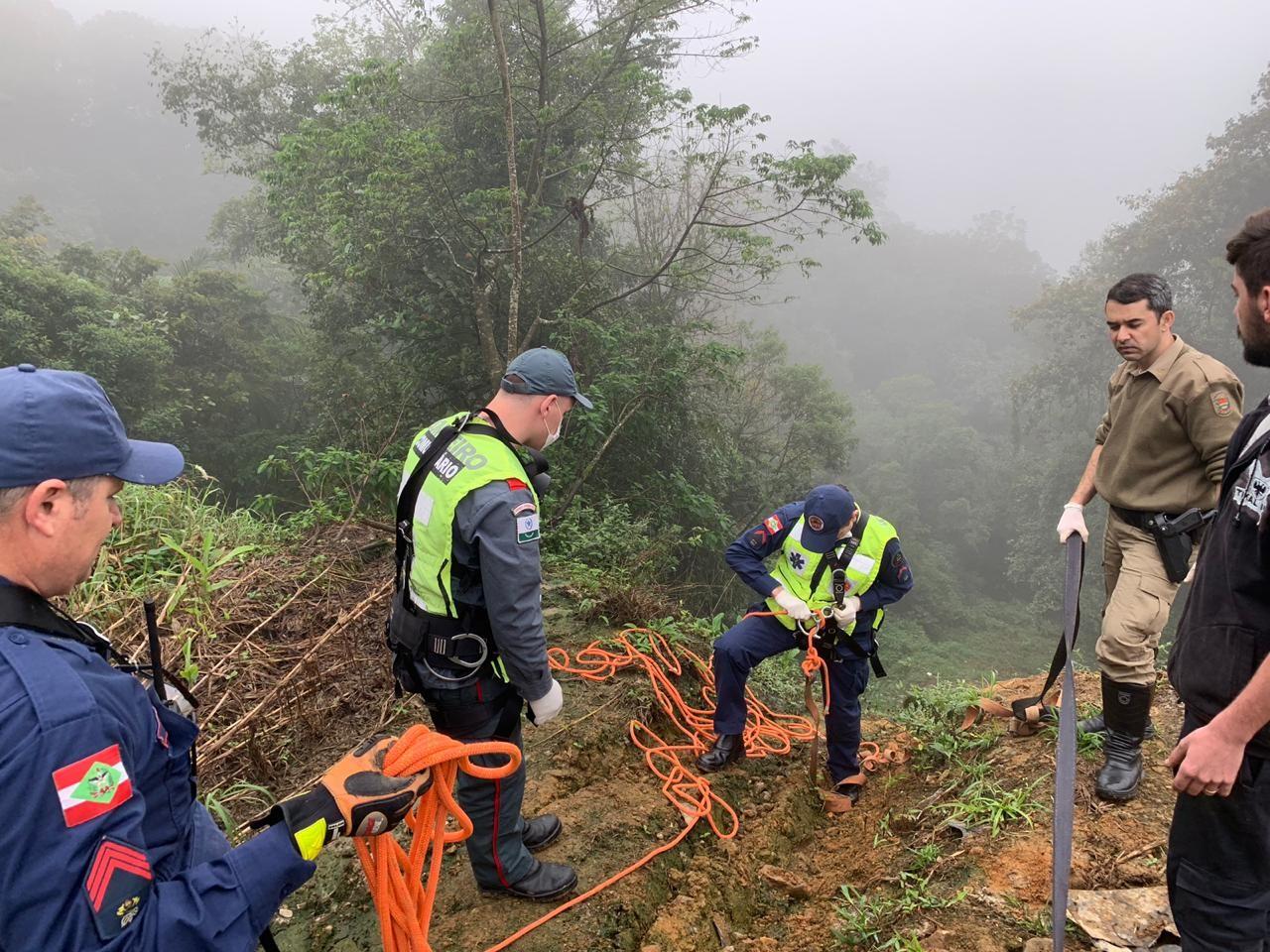 'Acredito que a gente renasceu', diz motorista que sobreviveu a acidente na Serra Dona Francisca - Notícias - Plantão Diário