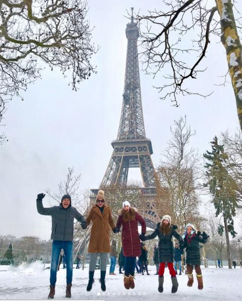 Rodrigo Faro e família na Torre Eiffel (Foto: Reprodução)