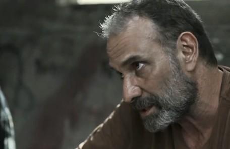 No sábado (13), Laila contará para o pai sobre a sua gravidez. Elias (Marco Ricca) ficará irado e expulsará a filha de casa Reprodução