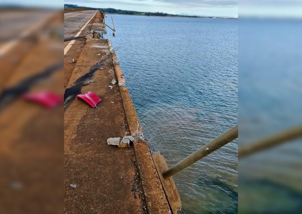Carreta caiu de ponte sobre a represa de Chavantes, em Fartura — Foto: Arquivo Pessoal